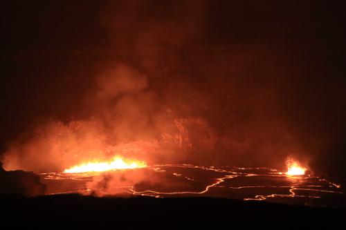 180501-ハレマウマウ火口の溶岩湖.JPG
